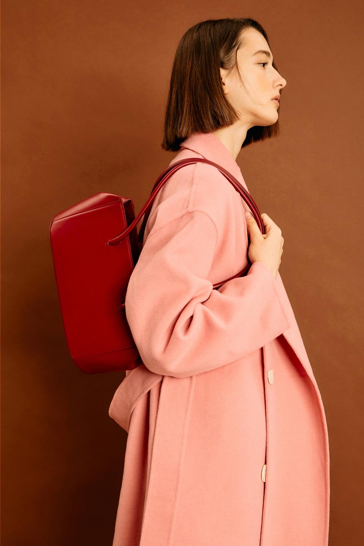 가방 모델 착용 이미지-S1L3