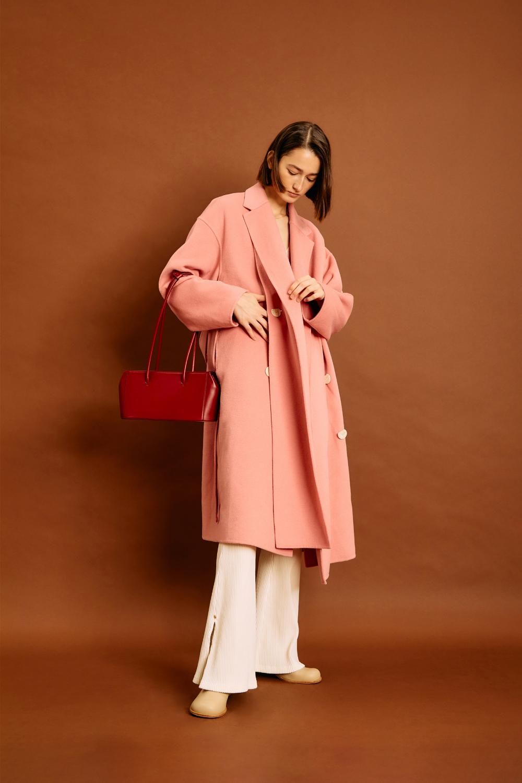 가방 모델 착용 이미지-S1L2